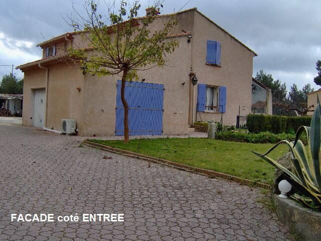 """""""LES CINSAULTS"""" Appartement T3 / 1e Etage de Villa"""
