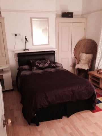 double room large victorian house - Gravesend - Rumah
