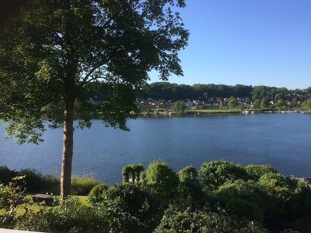 Lake house - Sommerhus med udsigt