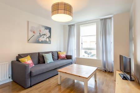 Bright Modern One Bedroom Flat Close to the City