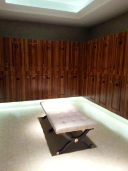 恒温室内泳池,更衣室