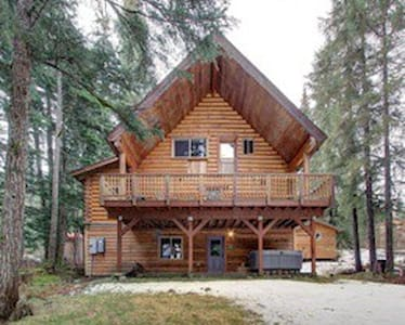 Modern log home near waterfalls - Anchorage - House