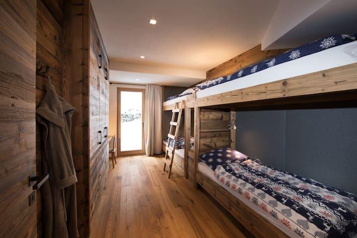 Schlafzimmer 4 mit Etagenbetten