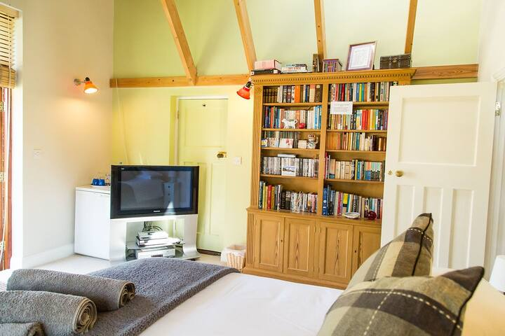 The Garden Room with choice of books and DVDs