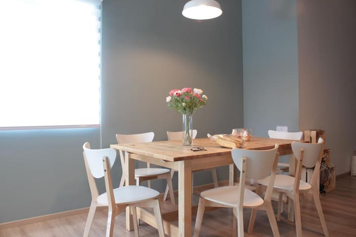 Dining Table for 6 to 8 persons