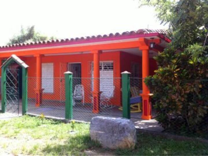 Casa Magalys y Dr. Alberto Room 2 (VIN)