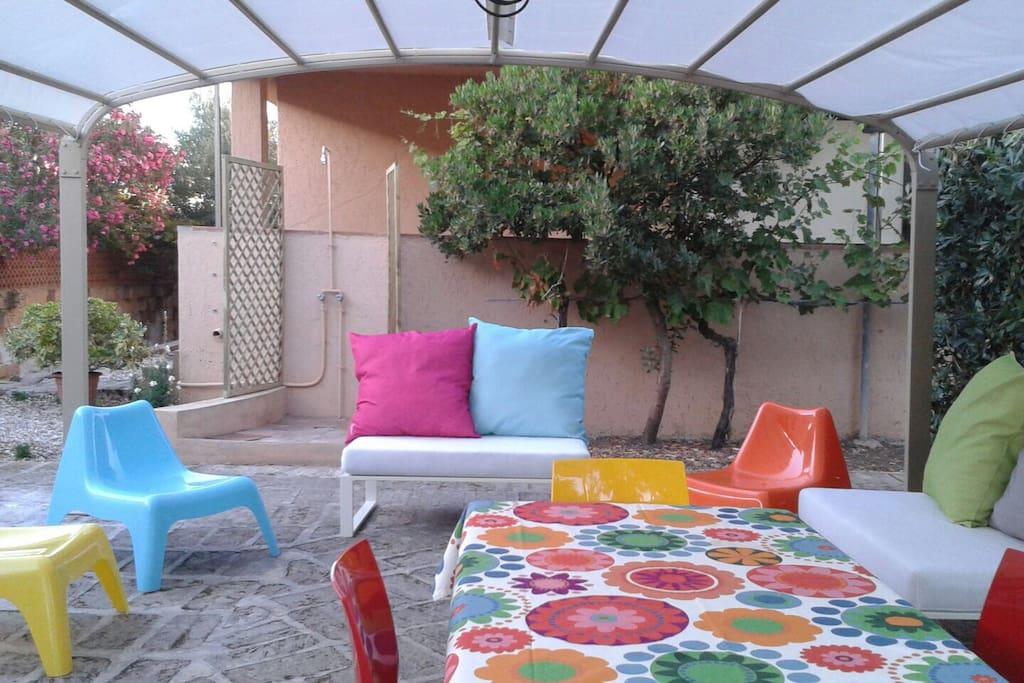 Casa con ampio giardino a 200 mt dal mare case in for Casa con 2 camere da letto con seminterrato finito in affitto