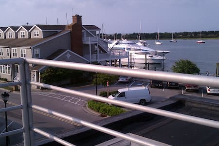 Rooftop deck in the center of downtown! - Beaufort