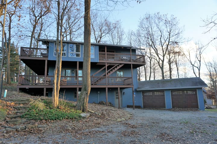 Ski in Ski out. Golf,  pool access,  central AC