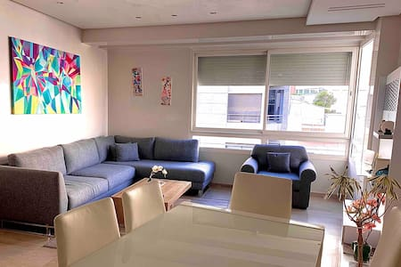 Charmant Salon+ 2 chambres + 2 SDB. Bien situé.