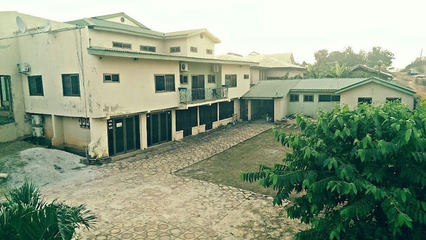 Sir Jake, Abrepo Bronikrom, Kumasi