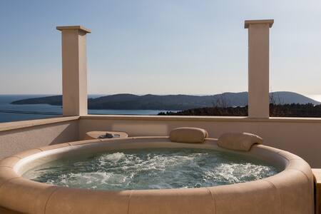 Holiday Home Frida - Three Bedroom House with Jacuzzi and Sea View