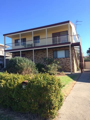 Large 2 Storey Holiday House - Tuross Head