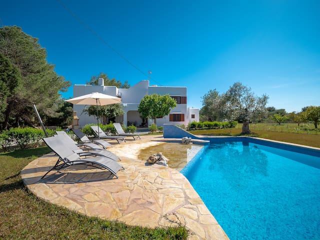Casa Rosita,wifi gratis,a 75 metros de la Playa !!