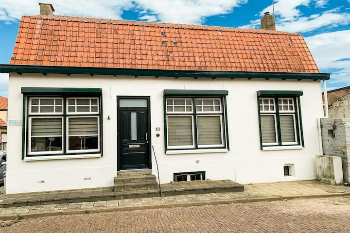 Delightful Holiday Home in IJzendijke with Terrace