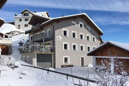 Casa Radieni in Flond GR, Nähe Flims/Laax - Flond - Lejlighed