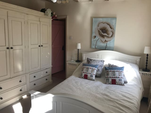 *New-Goodwood* Cosy room in the heart of Petworth