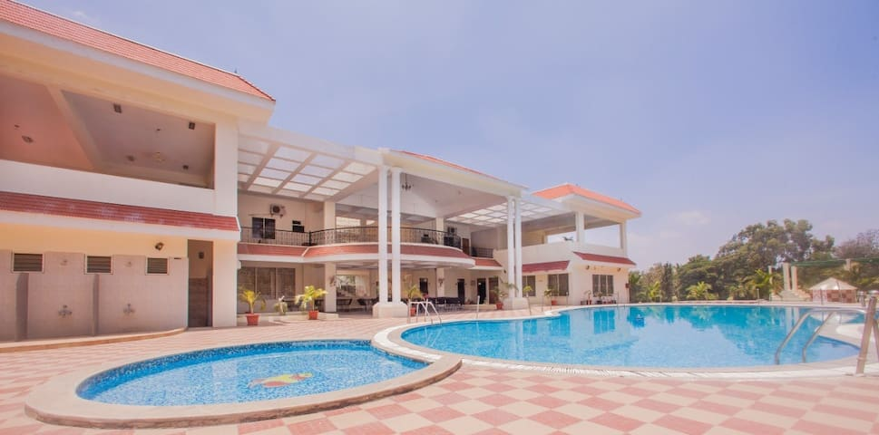 8 Bedrooms in a Resort with a Swimming Pool