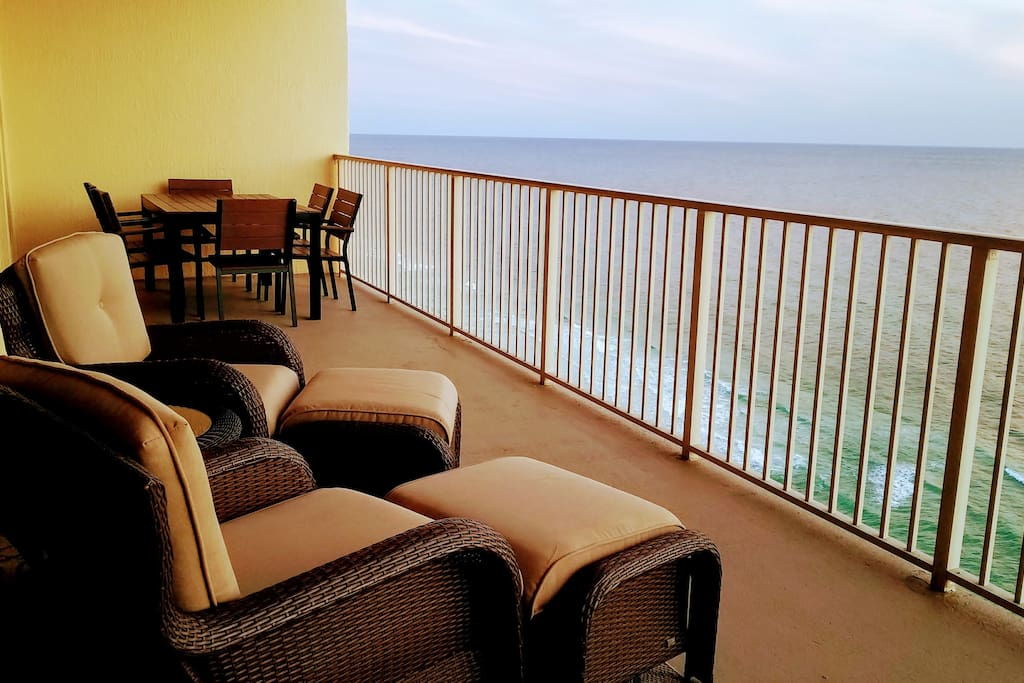 Balcony w/Dining Area