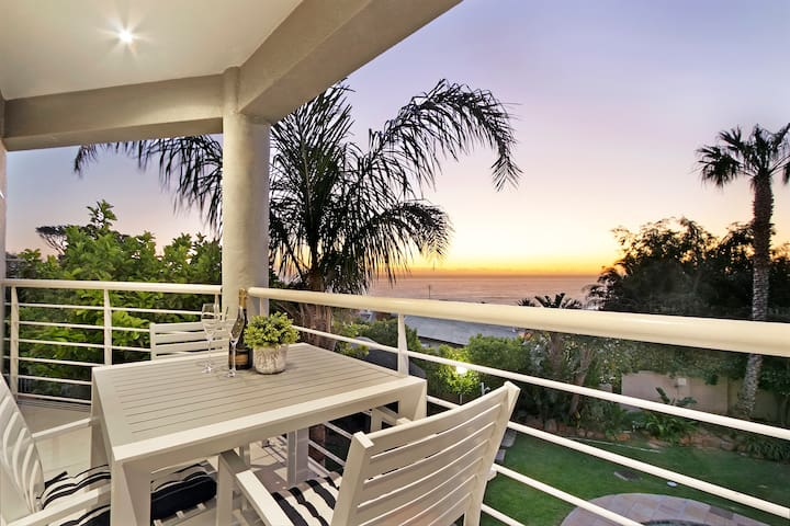 Stylish 2 bedroom apartment overlooking the ocean