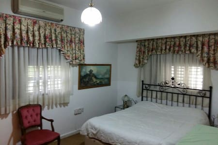 Private room in the center of Girne - Apartment