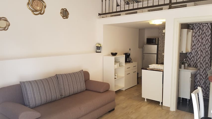 Studio Apartment Maša with Pool