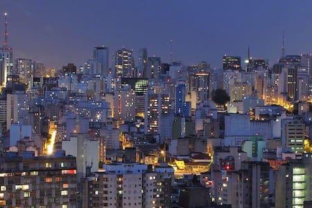 A Bon Vivant: Amazing Skyline View