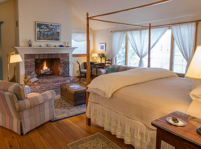 Cape House Suite in historic Blue Hill, Maine