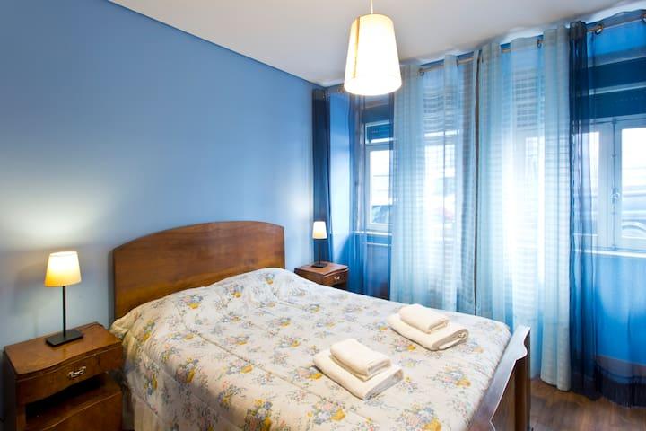 The Porto Concierge - ReTr0 Blue