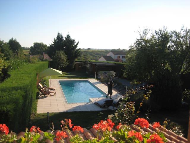 Maison proche de Nantes + piscine - La Haie-Fouassière