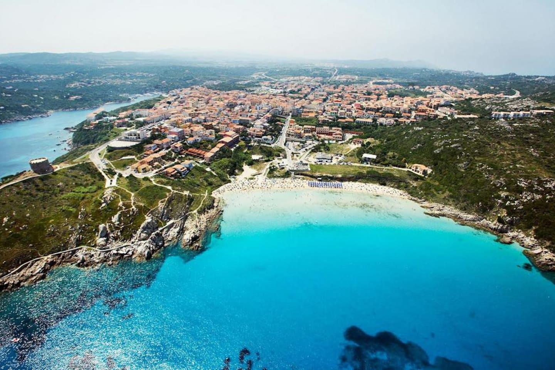Panoramica Rena Bianca, spiaggia più vicina.