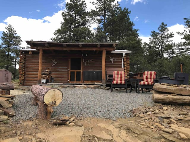 CJ's Ranch Rustic Log Cabin,quiet nature getaway.
