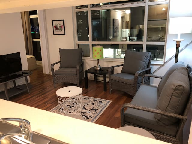 2 Bedroom in the CITY Vancouver downtown! Ace