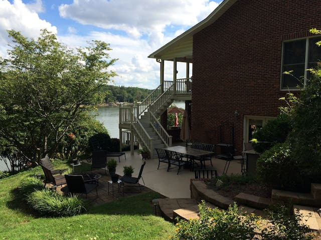 Belmont Lake House (with boat rental possibility) - Belmont