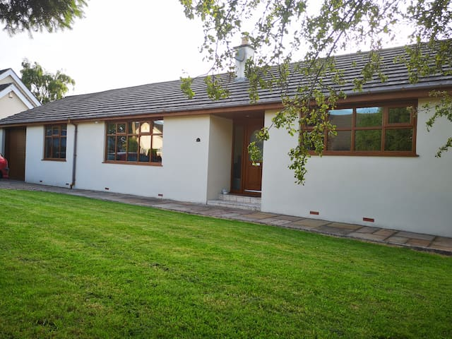 Self contained bungalow in clitheroe - sleeps 4