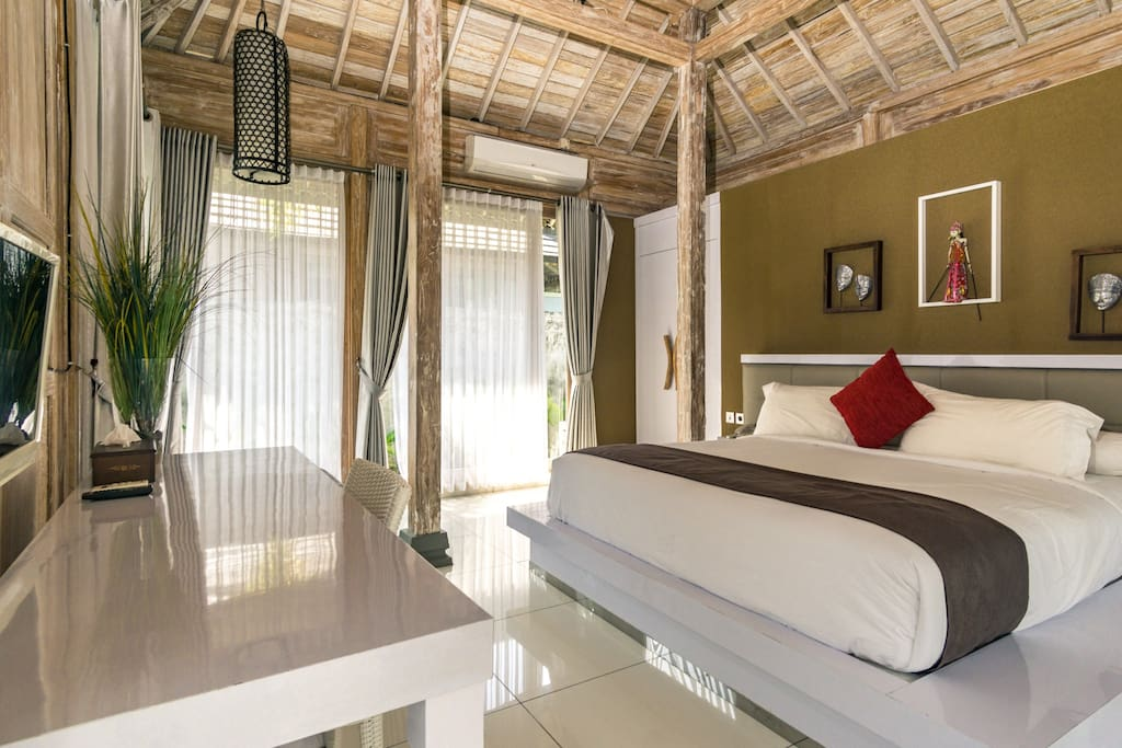 Sleek, spacious, comfy & clean modern bungalow with contemporary Javanese architecture. Well-equipped with TV, AC, free WiFi access and private bathroom with free amenities, we'd love to ensure your comfort during your stay.