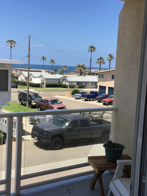 It's close to the beach, walking distance to town, to the Oceanside Transportation Center (bus and train) and to many restaurants and even a market (Wisconsin Market). You can stay out of your car as long as you want.
