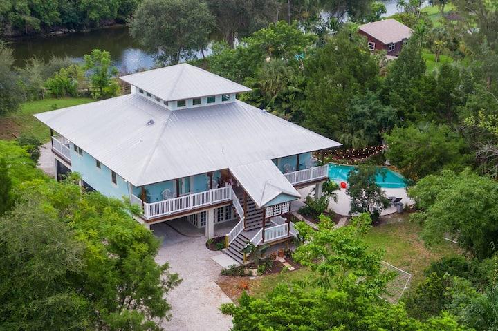 Hidden Bleu Tropical Mansion on Acre- Sleeps 15
