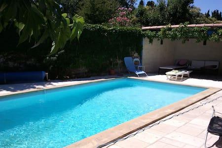 Maison dans village provençal - Grans - Casa
