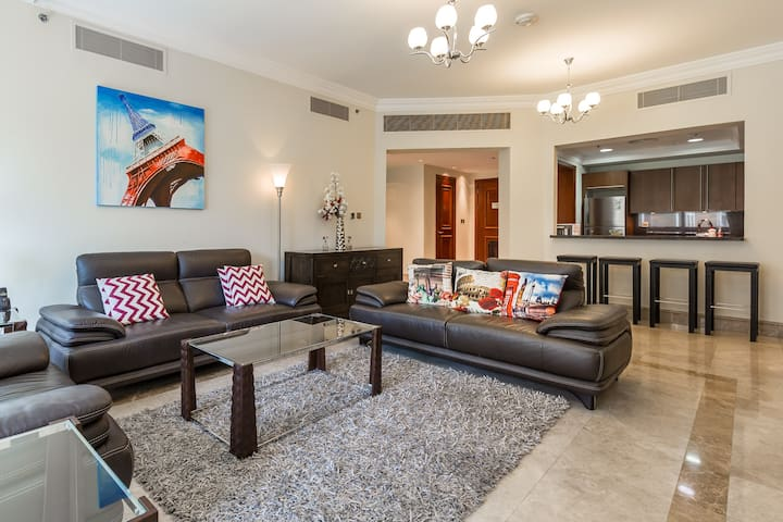 High-end Apartment with the Private Beach Access!!