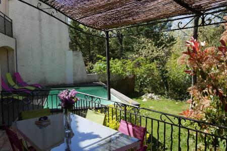 Maison piscine, terrasse et jardin - Nans-les-Pins - Hus