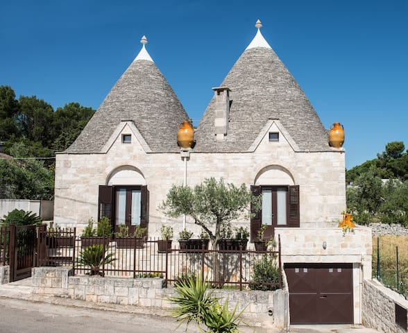 Grandi Trulli Bed & Breakfast - Альберобелло - Гестхаус