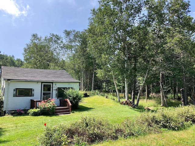 Cute cozy cottage near Bras D'Or Lake Cape Breton