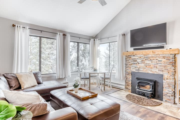 Ski-In/Ski-Out Home with Shared Hot Tub and Pool, WiFi, & Private Washer/Dryer!