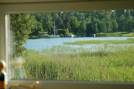 Hütte 25 Meter vom Meer. Ruderboot + Kanu - Norrtälje SO - Kulübe
