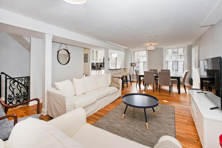 3 Bedroom Private Brownstone - Minutes to NYC!