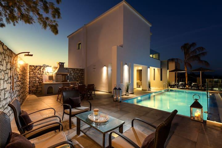 Erato Beach Villa *****