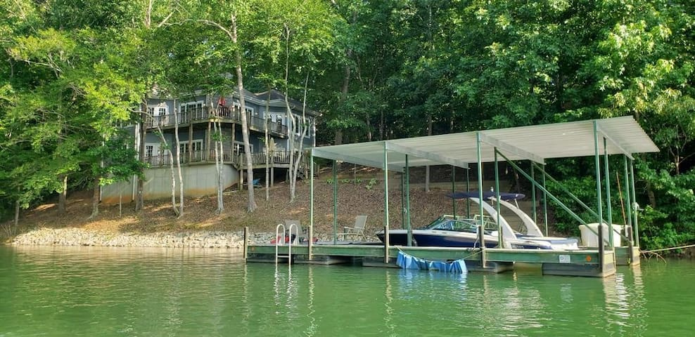 Beautiful and Serene Lake House on Lake Hartwell!