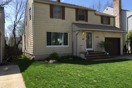 RNC Exclusive! Cozy Home in University Heights - University Heights - Haus