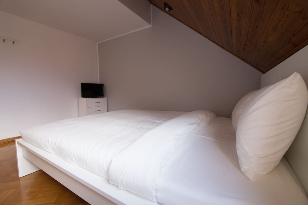 Double room with TV set and satellite channels
